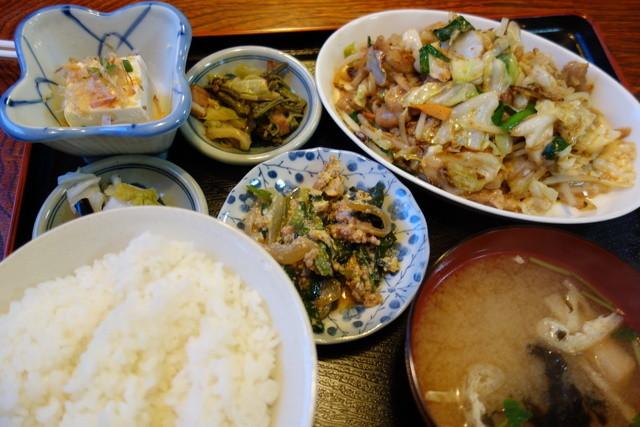 ちんめん - 一番人気のホルモン定食(¥700)連れはいつも食べきれません!小鉢が異常に多いかも^^ご飯は標準でも大盛り~