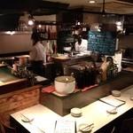 ガヤムシャ - キッチンをぐるっと囲んだカウンター。おひとり様大歓迎!