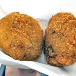 せきよう肉店 - 村上牛コロッケ(左)& メンチかつ