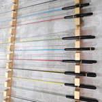 ざうお - 壁にはカラフルな釣竿が並ぶが、こちらはディスプレイ専用か