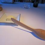 ジョルジュ マルソー - バターと変わった形のバターナイフ。