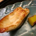 19616449 - 25年6月 焼物 メイタカレイの若狭焼き サツマイモ甘煮添え