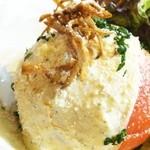 バロンズグリルアンドエルディーケー バロン - まるごとトマトのシーザーサラダ