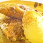 バロンズグリルアンドエルディーケー バロン - フレンチトーストのバニラアイス添え