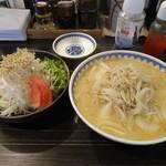 19620950 - サラダ(600円)と味噌ラーメン(800円)