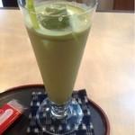r. - ドリンク写真:抹茶カプチーノ  380円