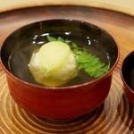 洲石 - 煮物椀 蟹しんじょ、青だつ、木の芽