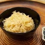 洲石 - ご飯 煮ショウガとショウガの煮汁で炊いたご飯 郡上白鳥名産の白菜の切り漬け