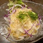黄金の角煮と奄美焼酎90種 奄んちゅ - 淡路島産たまねぎのサラダ