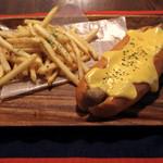 ライト カフェ&バー - チーズドッグ
