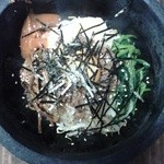 炭火焼肉まこと - 料理写真:石焼きビビンバ 950円