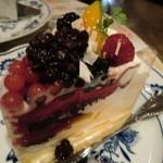 ブライトン ベル - ケーキはほんとに大きい!