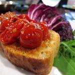 オステリア チロ - おいしいトマトのブルスケッタ