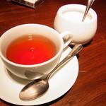 19633989 - セットの紅茶を奥のラウンジで