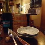 ボータン - 店内とワイン