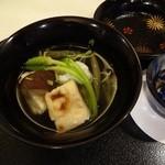 19634696 - 椀 : 鯒、じゅんさい、椎茸、焼豆麩、三つ葉、アスペルジュソパージュ