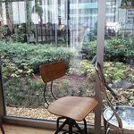 コクテル堂 - 中庭と眺める席