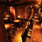 かけはし - お席は全部で50席 (カウンター13席、掘りごたつ座敷20席、テーブル22席)中でも厨房が見えるカウンターは人気!