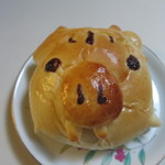 石釜パン工房 ル・ピエール - かまししちゃんパン140円、嘉麻市のキャラかまししをイメージしたパン、中にシロップ漬けのリンゴが入った甘いパンです。