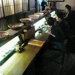 琉球沖縄料理とチャンプルー 花々 - 暗めのカウンターでカップルやお一人様はしっぽりと?