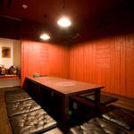 琉球沖縄料理とチャンプルー 花々 - 2階の個室は5名様~9名様で利用可能(要予約)