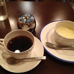 カフェスタイルコジロウ - ブレンドシングル普通とサワークリームケーキ