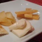 スパイラル - チーズ3種盛り合わせ 950円