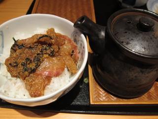 魚菜屋 なかむら - 鯛茶漬け変身前と、重厚な急須に入った玄米茶