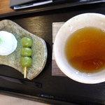 総本家 大茶萬 - お茶はサービスで出して下さったの!感動!抹茶生クリーム大福:180円+茶だんご:55円