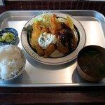19645613 - ミックスフライ定食(930円)