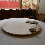 湘南菊華大飯店 - 奥の円卓席に案内された