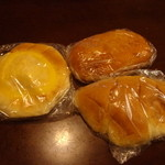 ヨコスカベーカリー - 6/17の購入品(そぼろパン・カレーパン・クリームパン)