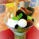 CAFE HAYASHIYA - 弥山を降りてから、はやしや風抹茶パフェを食べに行った^^