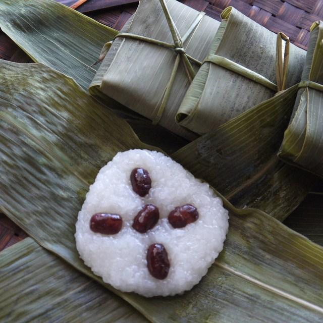川端道喜 - 通常の長い粽とは異なった形です。