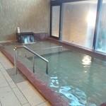 19652473 - 内湯はほのかに塩味のする温泉です。