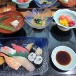 高玉 - 高玉セットは握り寿司、小鉢、お吸い物、フルーツに茶碗蒸しのセットで3150円です。