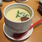 高玉 - お寿司を食べ終わる頃合いを見計らってアツアツの茶碗蒸しが届けられランチコースの終了です。