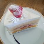 菓子工房シュプレーム - 苺ショート_(2)