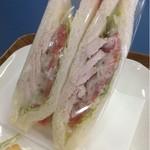 すずや  - 料理写真:トマトバジルとスモークチキン  420円