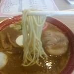 亀次郎 - 白っぽい麺です