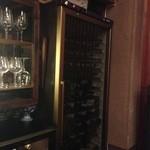 19659750 - このワインセラーはほんの一部で在庫はこの10倍はあるらしい。