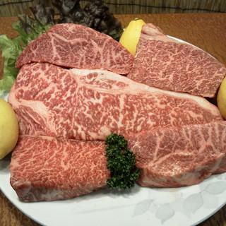 自慢の肉はあっさりした肉から霜降りの肉まで取り揃えています!
