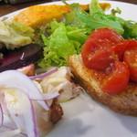 オステリア チロ - 前菜盛合せ・トマトのブルスケッタ       ・ビーツ       ・真ダコのマリネ       ・フリッタータ       ・砂肝とキャベツのマリネ