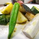 オステリア チロ - 千葉県的鯛とフレッシュローリエの香草焼き 夏のお野菜添え