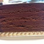 19664526 - ガトーエスメラルダ(\650):何層にも重なったショコラの層