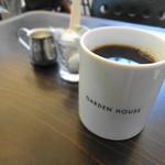 ガーデンハウス レストラン - コーヒーはおっきなマグカップになみなみ