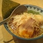 麺所 なんでやねん - 醤油ラーメン(600円)+サービス味玉