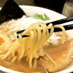 清勝丸 - 『濃厚中華そば』麺リフト。