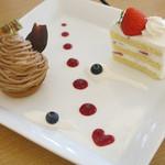 カフェ ド ヒラオカ - ケーキセットB、ドリンクとケーキ2個で盛り付けてくれます