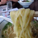 19669660 - ラーメン ¥550 (揚げニンニクは無し)   麺は太麺で加水は中々な感じ、モチッとチュルっと!! 収まりが良くて好きです